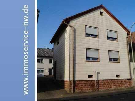 Zwei freistehende Einfamilienhäuser auf großen Areal in Hermesberg/Pfalz