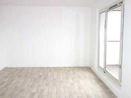 Erstbezug nach Sanierung in helle 3-Raum-Wohnung mit Balkon