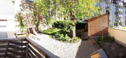 Hochwertig eingerichtetes Zimmer in sanierter Altbauwohnung mit Garten, Putzfee und vielem mehr.