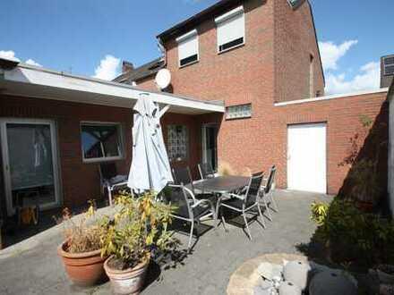 Schönes Einfamilienhaus in ruhiger Lage für die Familie mit großem Garten !!