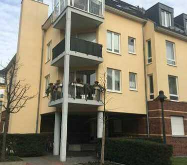 Exklusive 2-Zimmer-DG-Wohnung mit Balkon und Einbauküche in Düsseldorf-Benrath