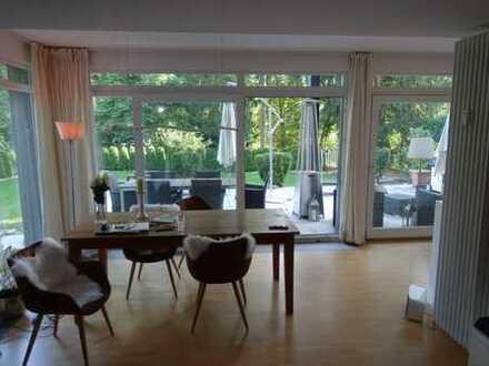 Geschmackvolle 3,5-Raum-Terrassenwohnung mit Balkon und Einbauküche in Wiesbaden