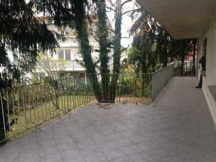Ab sofort: Helle Wohnung mit großer Terrasse