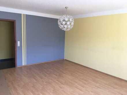 Freundliche 2-Zimmer-Wohnung mit Balkon und Einbauküche in Walldorf