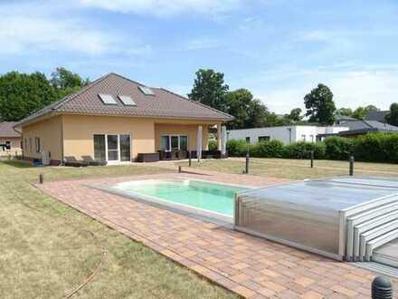 +Exclusives Haus mit Pool und Nebengelaß in ruhiger Lage++++noch Herstellergewährleistung