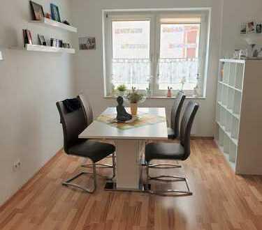 WG-fähig: Schöne große Wohnung mit 4 Zimmern und gefliestem Bad, beste Anbindung an Stadt/A40