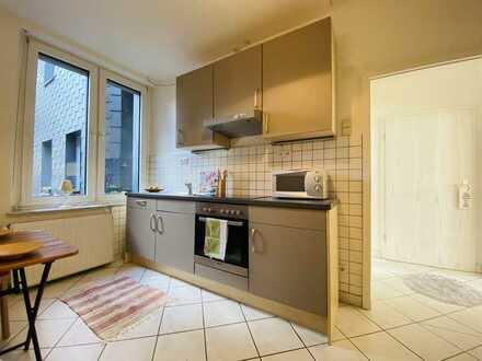 Gepflegtes Wohnen mit Einbauküche und modernem Duschbad.