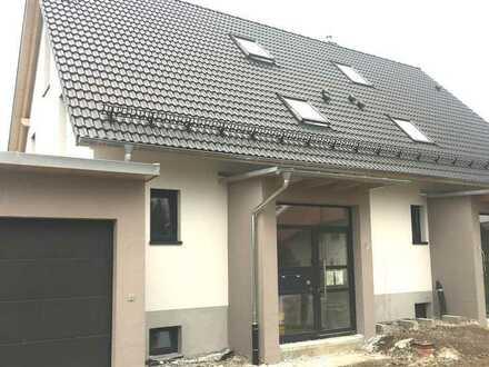 Neubau Doppelhaushälfte mit Garage