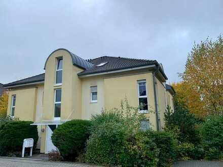 Gepflegte Erdgeschosswohnung mit drei Zimmern sowie Terrasse und EBK in Rheinböllen