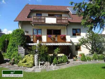 Top modernisierte Wohnung auf zwei Etagen mit wunderschönem Garten - in einem Zweifamilienhaus.