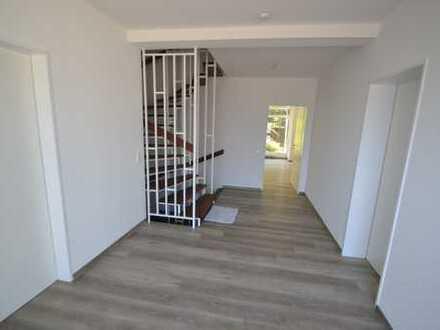 Raumwunder! Renovierte Doppelhaushälfte mit Garage in traumhafter Lage von Hilden!