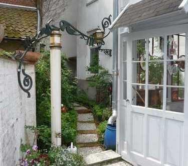 Charmante Altbauwohnung im Herzen Bergedorfs mit eigenem Garten und Terasse