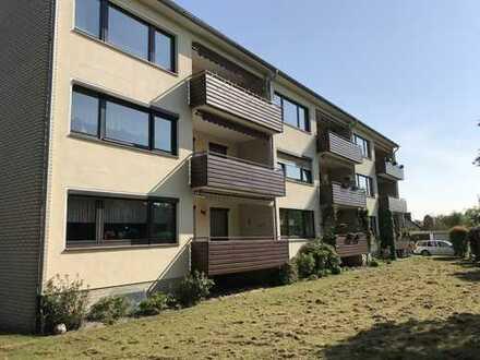 große EG-Wohnung mit Balkon
