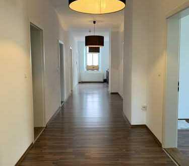 Neuwertige 5-Zimmer-Wohnung mit Balkon in Augsburg