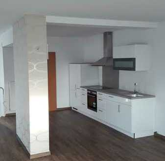 1,5 Zi.-Wohnung mit Einbauküche zzgl. 3 weiteren ausgebauten Zimmern im Kellergeschoss mit ca. 30 qm