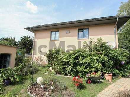 Großzügiges Zweifamilienhaus bei Berlin: 6 Zimmer, 2 Terrassen und großer Garten mit Gartenhaus