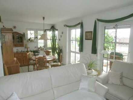 Sonnige u. moderne Wohnung in kleinem Mehrfamilienhaus