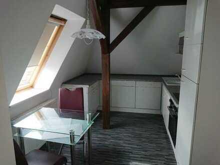 Erstbezug nach Sanierung: schöne 2-Zimmer-Dachgeschosswohnung mit EBK in Radebeul