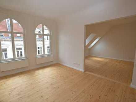 Rönpagel Immobilien - Sanierte 4 Zimmer Altbau WHG + Balkon + Gäste WC - Dielen