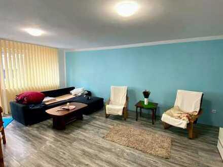 Tolle, neu sanierte 3 Zimmer, Küche und Bad Wohnung mit Aufzug, Balkon und Garage
