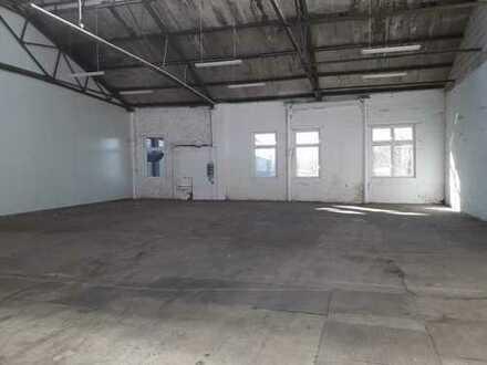 300m² gepflegte Halle mit Rolltor - vielseitig nutzbar