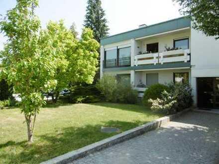 Schöne, hochwertige 3-4 ZKB-Wohnung mit zwei Balkonen und Blick ins Grüne (nahe Zentral Klinikum)