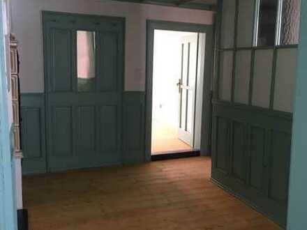 schöne 5-Zimmer-Wohnung in saniertem Fachwerkhaus in Eibelstadt