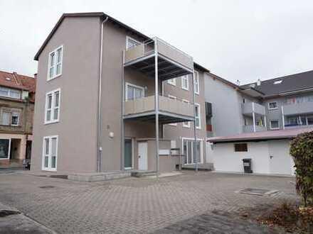 **mit großem Balkon**, sanierte DG-Whg, 4-Zi-. inkl. Einbauküche, Bad, provisionsfrei zu vermieten.