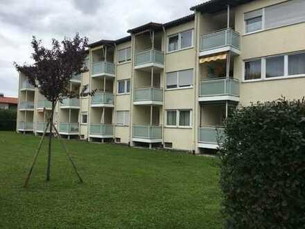 Gepflegte 2-Zimmer-Hochparterre-Wohnung mit Balkon und EBK in Freilassing