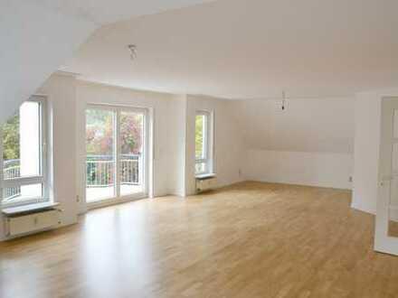 Sehr schöne 5 Zimmer-Wohnung mit 3 Bädern Nähe Kurpark