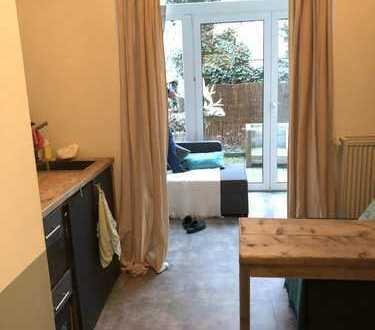 Schöne Wohnung im renovierten Altbau in zentraler, ruhiger Lage.