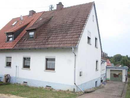 Frisch sanierte Doppelhaushälfte mit Garage, Keller und großem Garten