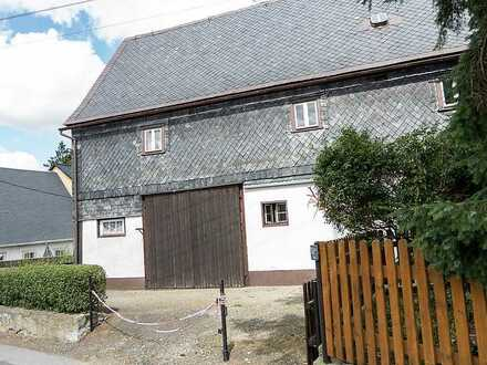 Oberlausitzer Bauernhaus mit Scheunenteil und viel Grün