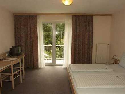 Bezugsfreie 1-Zimmer-Wohnung mit Balkon in einer gepflegten Hotelanlage!