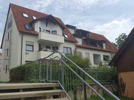 Charmante Dachgeschosswohnung in Eningen u. A.