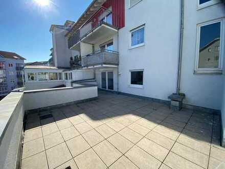 Modernisierte 3-Zimmer-Wohnung mit großer Terrasse / Altersgerecht geeignet
