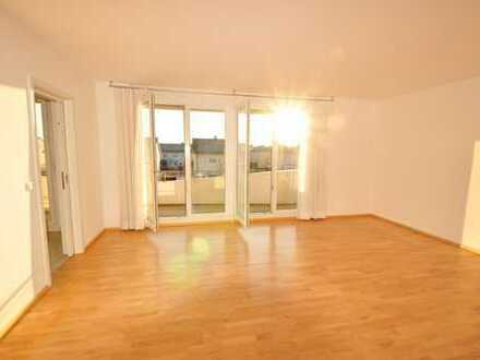 Sonnige Dachterrassen-Wohnung im Elias-Palais mit EBK, FBH, Balkon, großer DT, Parkett, TG uvm.