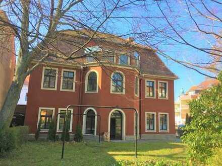 Sehr schöne Villa mit großzügigem Grundstück inmitten der Stadt Bautzen zu vermieten.