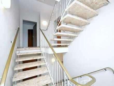 ~~Eine großzügige 4-Zimmer Wohnung mit einem großen Balkon wartet auf Sie!~~