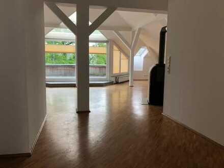 Schöne 4-Raum-Wohnung mit Dachterasse zu vermieten!