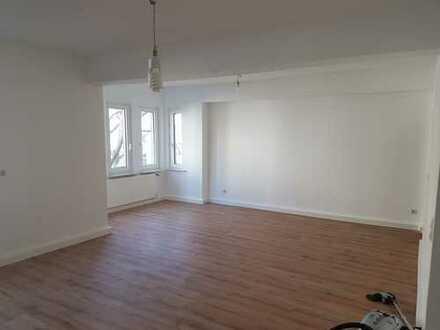 Stilvolle, vollständig renovierte 3-Zimmer-Wohnung mit Einbauküche in Düsseldorf