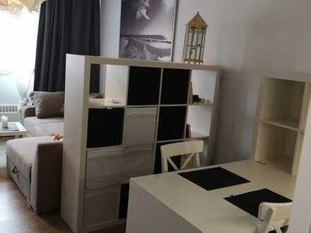 Modernisierte 1-Zimmer-Wohnung mit Einbauküche in Graeffstraße, Köln-Ehrenfeld