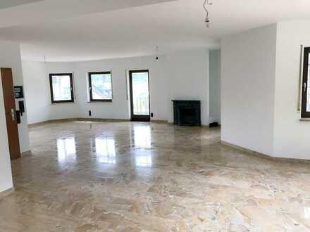 Exklusive helle 2,5 Zi-Wohnung mit großzügigem Balkon & Hobbyraum im Grünen in Warmbronn - 120m²