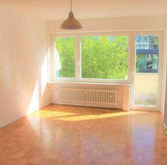 Bogenhausen! 1- Zimmer Wohnung mit praktischer Schlafnische sowie Balkon ins Grüne zu verkaufen!