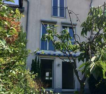 Schönes helles und ruhiges Haus mit vier Zimmern, zentral in Biesdorf ab sofort bezugsfrei