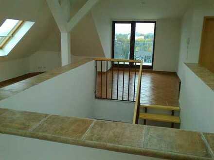 Einzigartig & sehr außergewöhnliche 2 Zi.-Wohnung mit EBK & Balkon im Dachgeschoss!