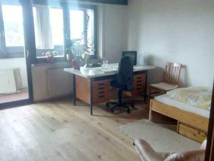 Vollständig renovierte 4-Zimmer-Wohnung mit Balkon und EBK in Kösching