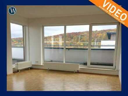 PENTHOUSE-FEELING mit Panorama-Fenster und Dachterrasse, renoviert mit Parkett + Aufzug