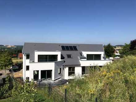 Einmaliger Neubau von 5 Eigentumswohnungen: Obere Hanglage mit tollem Weitblick direkt am Wald!