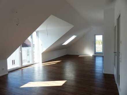 Erstbezug mit Einbauküche und 2 Balkonen: helle 2-Zimmer-Dachgeschosswohnung in Moosburg